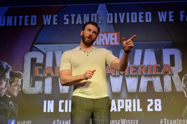Chris Evans durante un evento promozionale per Capitan America: Civil War