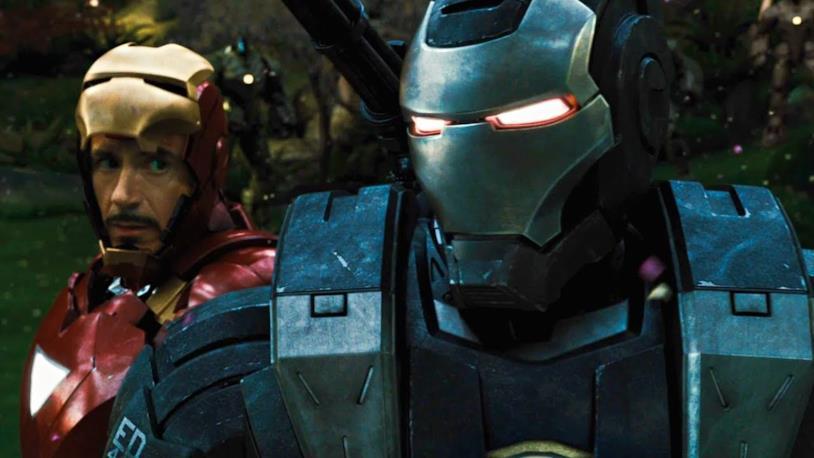 War Machine in primo piano, con Iron Man appena dietro, in una sequenza di Iron Man 2