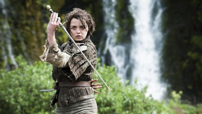 Arya Stark brandisce la spada