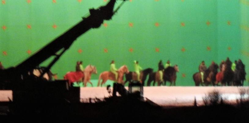 Foto dal set di GoT con attori e tuta verde