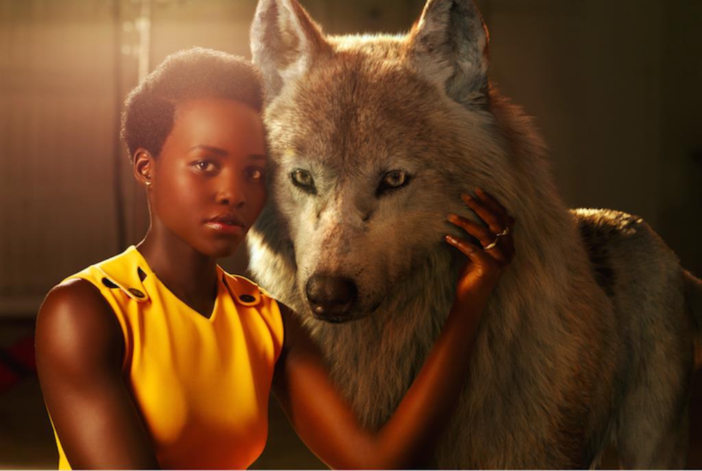Lupita Nyong'o e Raksha nel poster del Libro della Giungla