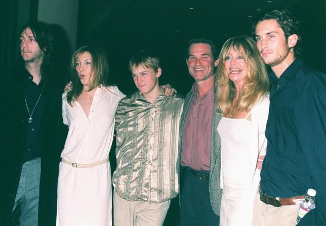 Una vecchia foto della famiglia (allargata) di Goldie Hawn e Kurt Russell