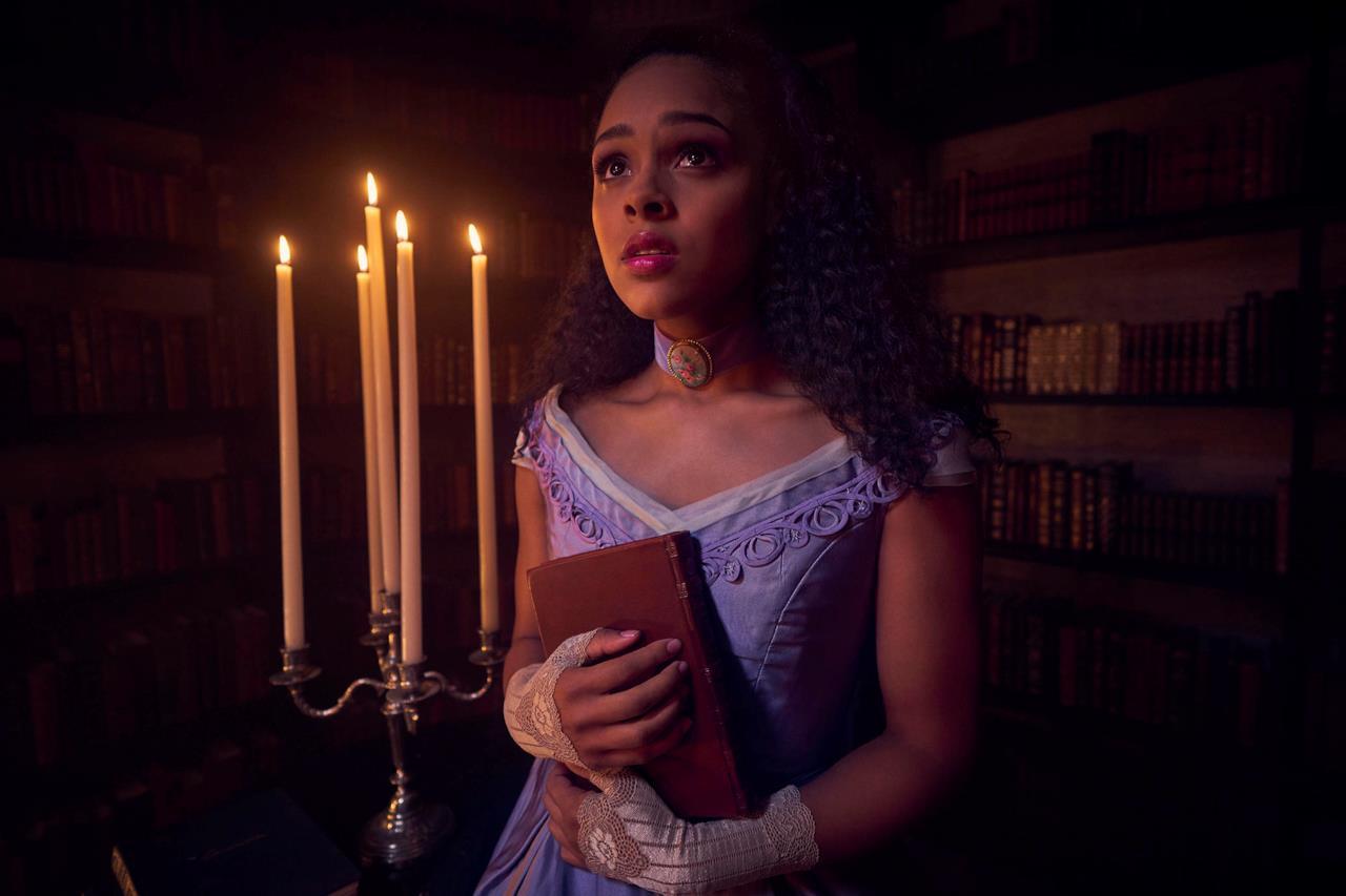 Ashley Santos in un'immagine promozionale di American Horror Story: Apocalypse