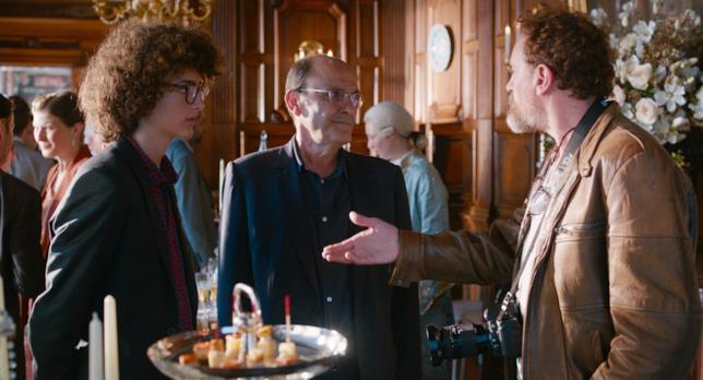Una scena dal film C'est la vie - Prendila come viene