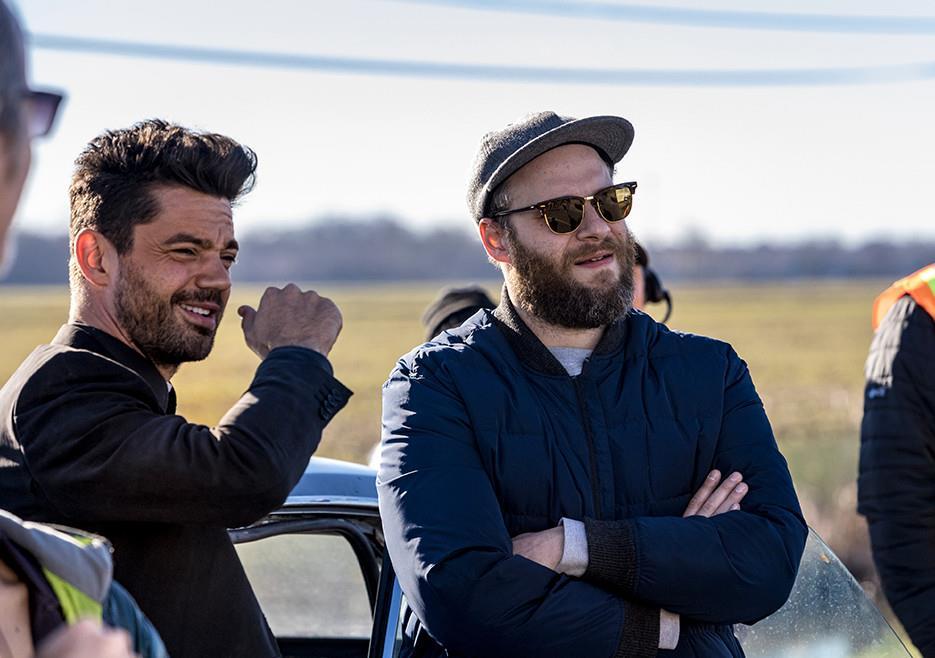 L'attore Dominic Cooper e il produttore Seth Rogen sul set di Preacher 2