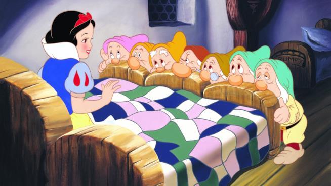 I nani davanti al letto di Biancaneve