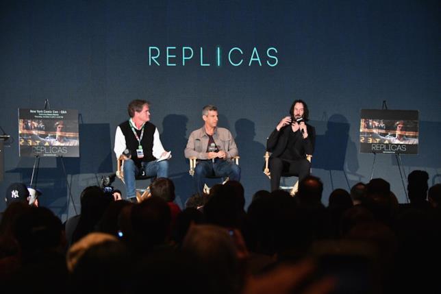 Reeves, il regista Jeffrey Nachmanoff e il produttore Stephen Hamel.