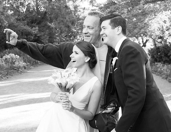 Tom Hanks: il photobombing a un matrimonio