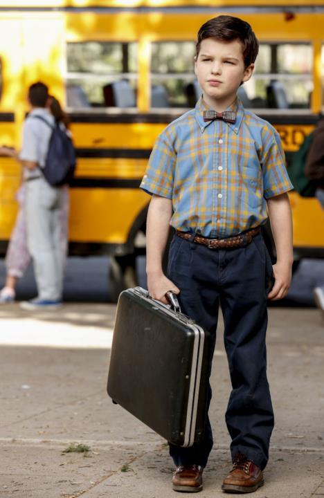 Il giovane Sheldon interpretato da Ian Armitage sul set