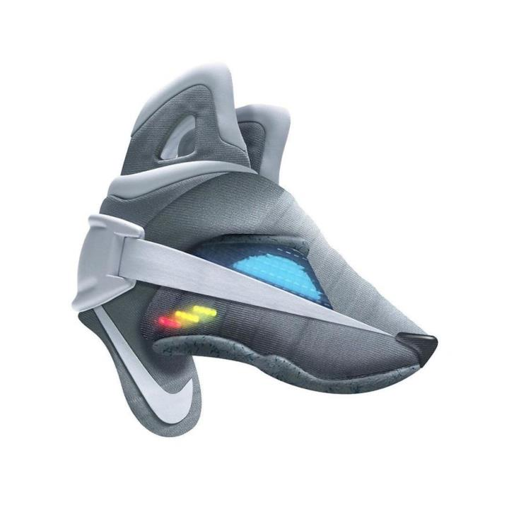 Sneaker trasformate in un lupo 3D