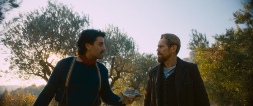 Oscar Isaac e Willem Dafoe in una scena del film