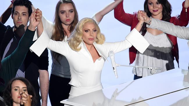 Gli ultimi istanti della performance live di Lady Gaga agli Oscar 2016