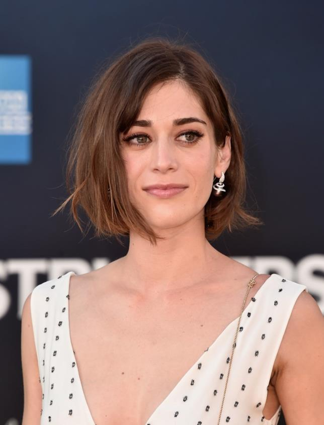 Lizzy Caplan in primo piano