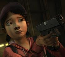 Clementine impugna una pistola nella prima stagione di Telltale's The Walking Dead