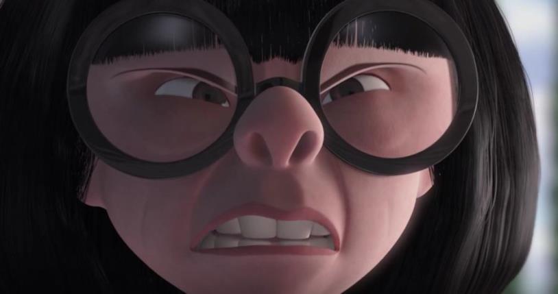 Il volto rabbioso dell'occhialuta Edna Mode