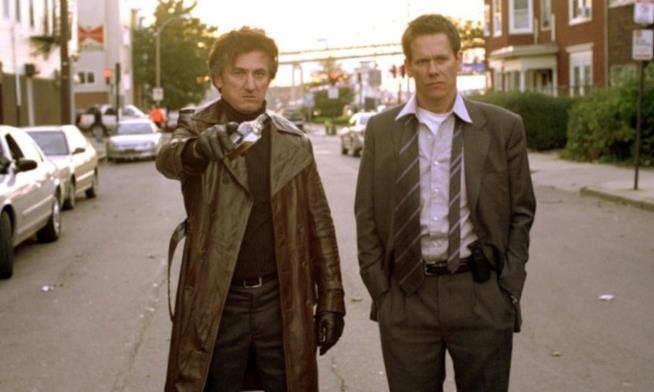Una scena di Mystic River con Sean Penn e Kevin Bacon