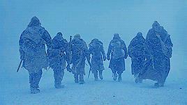 Jon Snow marcia con gli alleati oltre la barriera