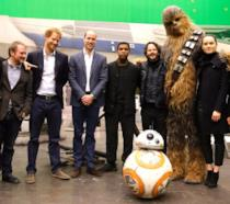 Foto di gruppo per i principi William e Harry sul set di Star Wars