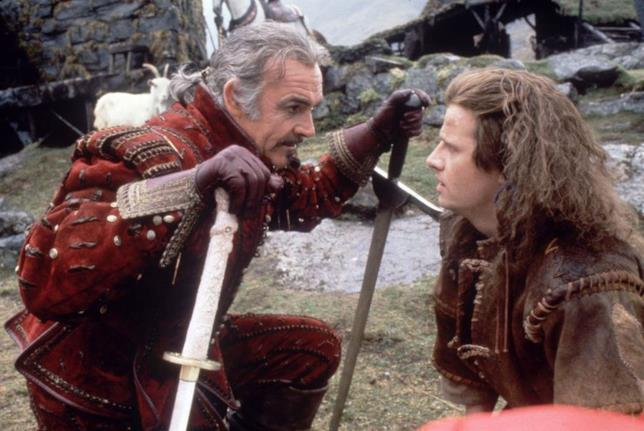 Juan Sánchez Villa-Lobos Ramírez e Connor MacLeod conversano in Highlander - L'ultimo immortale