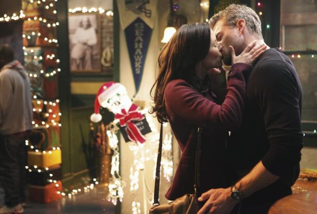 Un bacio appassionato tra Lexie e Mark