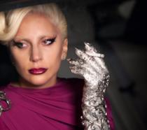 Lady Gaga nei panni della Contessa Elizabeth Johnson