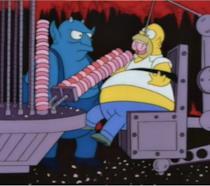 In foto un operaio e il pupazzo malvagio di Krusty il Clown