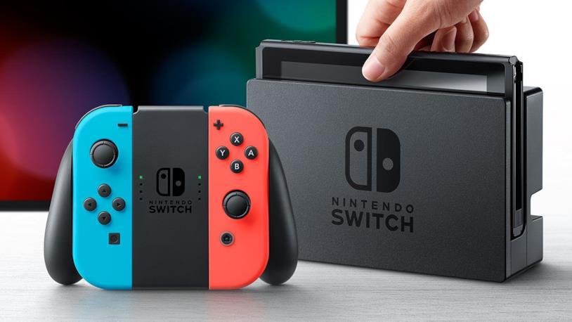 La console Nintendo Switch nella colorazione Neon Rosso e Neon Blu