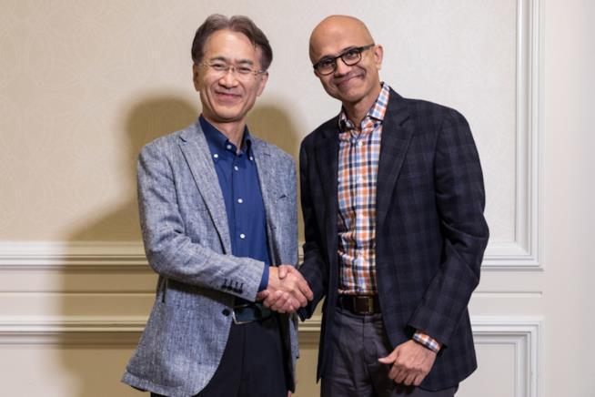 Kenichiro Yoshida, CEO di Sony Corporation, e Satya Nadella, CEO di Microsoft
