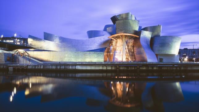 Una vista dall'esterno del Guggenheim Bilbao