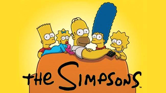La famiglia Simpson seduta sul divano