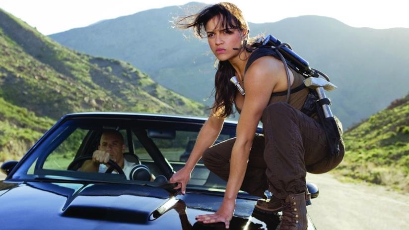 Michelle Rodriguez e Vin Diesel in una scena di Fast & Furious