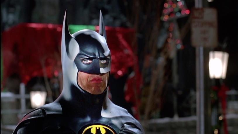 Primo piano di Batman (Michael Keaton) nell'omonimo film del 1989 diretto da Tim Burton