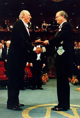 Dario FO riceve il Premio Nobel nel 1997