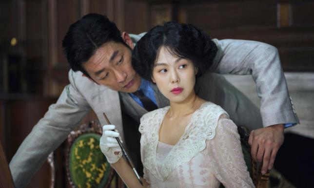 Ha Jung-woo e Kim Min-hee  durante una scena del film
