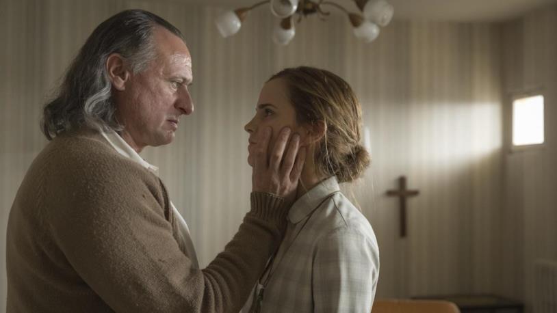 Angela e il padre John in Regression