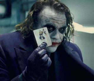Joker in una scena de Il cavaliere oscuro