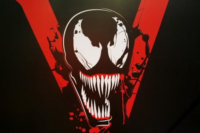 Terminate le riprese di Venom: Tom Hardy festeggia mostrando i muscoli