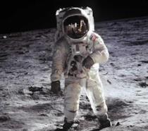 L'astronauta Buzz Aldrin cammina sulla Luna