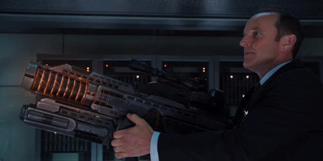 Coulson e la sua leggendaria arma nel primo Avengers