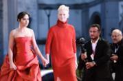 Venezia 75: red carpet (in rosso) per il cast di Suspiria