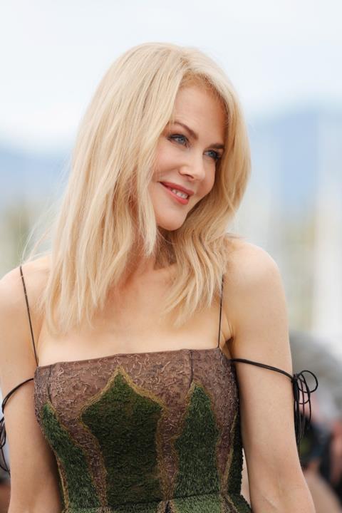 Nicole Kidman sorride e fa impazzire i flash a Cannes 2017