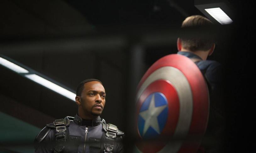 Anthony Mackie e Chris Evans in Captain America: The Winter Soldier