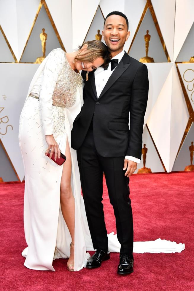 Chrissy Teigen e John Legend sul red carpet degli Oscar