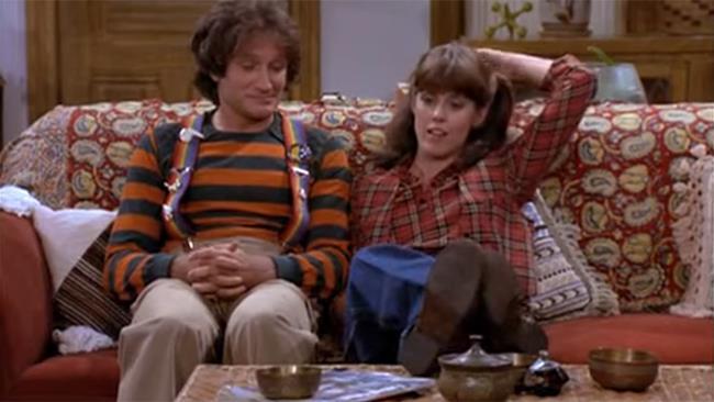 Robin Williams e Pam Dawber sul set di Mork & Mindy