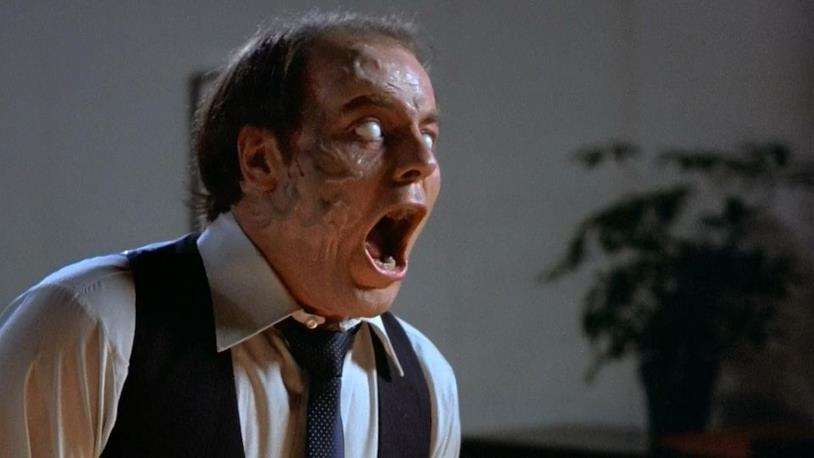 Una scena di Scanners, il famoso body horror di Cronenberg
