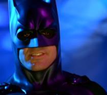 Un ammiccante George Clooney è il Crociato Incappucciato in Batman & Robin