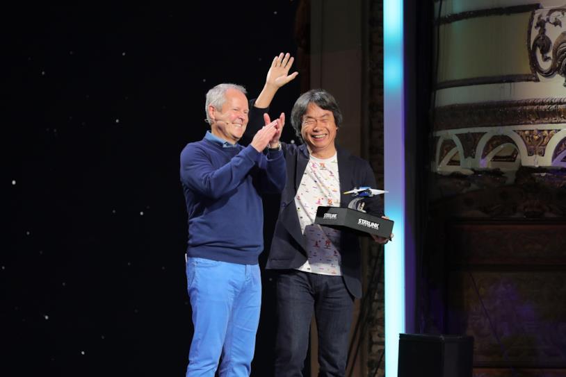 Yves Guillemot e Shigeru Miyamoto alla conferenza Ubisoft dell'E3 2018