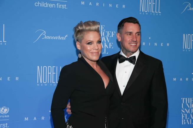 Primo piano di Pink con il marito Carey Hart