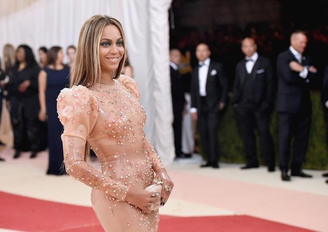 Primo piano di Beyoncé sul red carpet