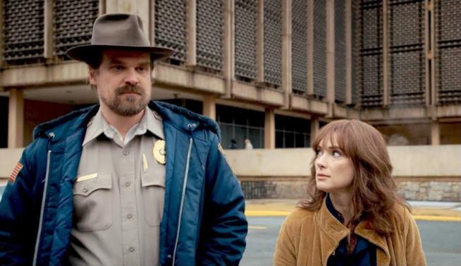 Hopper e Joyce, personaggi di Stranger Things